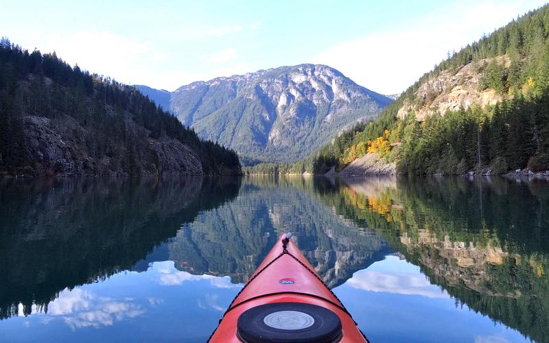 Kayakaing Diablo Lake